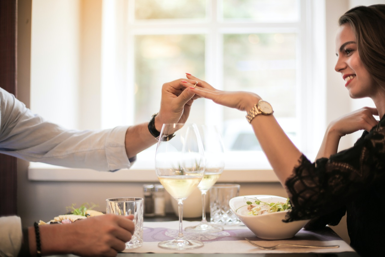 Secretly Find Her Engagement Ring Size by Following These Stealthy Tips
